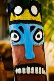 Colonna del totem sulla spiaggia tropicale immagini stock libere da diritti