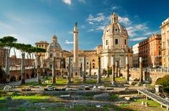 Colonna del Trajan nella tribuna di Trajan a Roma immagine stock libera da diritti