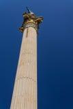 Colonna della Grecia sul blu isolato Fotografie Stock Libere da Diritti