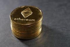 Colonna delle monete di ethereum Concetto cripto virtuale di valuta Immagini Stock