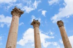 Colonna di Corinthium in città antica Jerash Immagini Stock Libere da Diritti