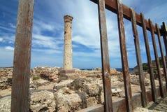 Colonna e rete fissa antiche Immagine Stock