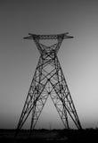 Colonna elettrica ad alta tensione in bianco e nero nessun cavo Fotografia Stock
