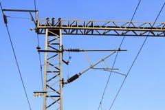 Colonna ferroviaria dell'acciaio della rete del contatto di elettrificazione Fotografie Stock