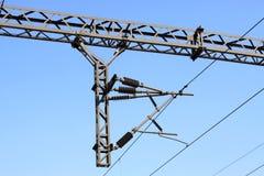 Colonna ferroviaria dell'acciaio della rete del contatto di elettrificazione Fotografie Stock Libere da Diritti