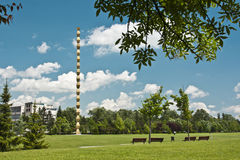 Colonna infinita incorniciata da Vegetation Fotografia Stock
