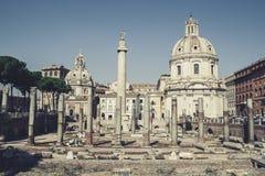 Colonna Traiana e Chiesa SS Nome di Maria in Rome Royalty Free Stock Image