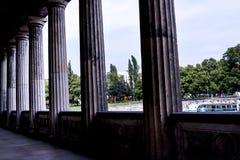 Colonnade in Alte het oude National Gallerymuseum op Museumeiland in Berlin Germany Royalty-vrije Stock Foto's