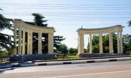 Colonnade bij de ingang aan de Botanische Tuinen van Nikitsky Cri Royalty-vrije Stock Foto