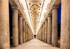 Colonnade bij nacht Stock Foto's
