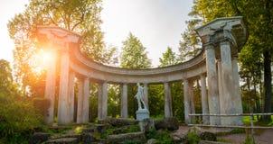 Colonnade d'Apollo au territoire de parc de Pavlovsk dans Pavlovsk, St Petersburg, Russie Vue panoramique photo libre de droits