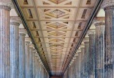Colonnade dans le nouveau musée, Berlin Photographie stock