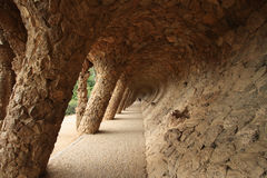 Colonnade dans Parc Guell de Gaudi Images stock