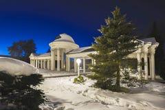 Colonnade de Karolina Spring à la soirée - Marianske Lazne - République Tchèque image stock