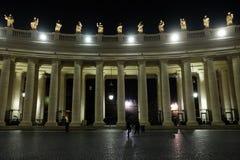Colonnade du ` s de Bernini en place du ` s de St Peter à Vatican Image libre de droits