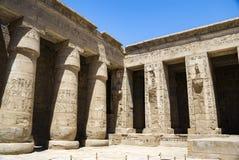Colonnade du temple chez Medinet Habu en Egypte image stock