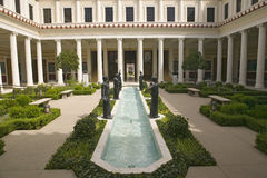 Colonnade en lange pool van de Getty-Villa, Malibu-Villa van J Paul Getty Museum in Los Angeles, Californië royalty-vrije stock afbeelding