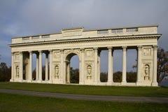 Colonnade néoclassique dans Valtice régional Image stock