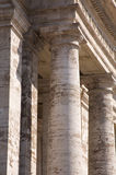 Colonnade in St sq Peters stock afbeelding