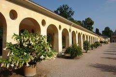 colonnade utanför Royaltyfria Foton