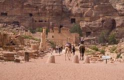 Colonnaded straat Petra, Jordanië Stock Afbeelding