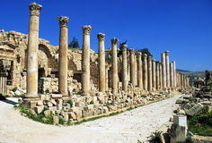 Colonnaded Street in Jerash. Jerash is one of the best preserved Roman ruins in the Middle East.  Jerash was one of the ten cities of the Decapolis granted Stock Photos