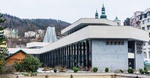Colonnato della molla del geyser a Karlovy Vary bohemia fotografia stock