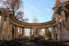 Colonnato di Apollo nel parco di Pavlovsk immagini stock