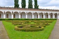 Colonnato nel giardino di fiore in Kromeriz, rappresentante ceco. Immagini Stock