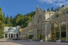 Colonnato principale della stazione termale in Marianske Lazne immagini stock