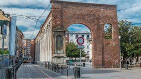 Colonne二圣洛伦佐,罗马历史柱廊timelapse的看法在米兰,意大利 股票录像