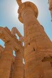 Colonne énorme dans le temple de Karnak Photo stock