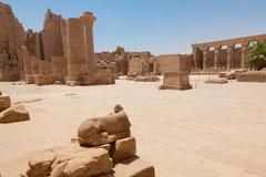 Colonne énorme dans le temple de Karnak Images stock