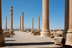 Colonne alte nell'area della città rovinata Persepolis Fotografia Stock