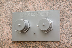 Colonne automatique d'arroseuse sur le mur de marbre Photographie stock libre de droits
