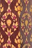 Colonne avec la peinture florale dans des couleurs rouges et jaunes Photos stock