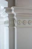 Colonne blanche de plâtre Photo stock