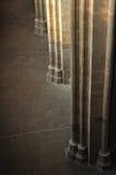 Colonne a cielo in cattedrale Immagine Stock
