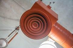 Colonne d'aérage circulaire orange d'air photos stock