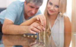 Colonne d'argent de bâtiment d'épouse et de mari Photos libres de droits