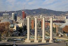 Colonne davanti ad Art Museum nazionale della Catalogna MNAC a Barcellona Immagini Stock