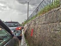 colonne de véhicule, jeep, pluie, voiture photos libres de droits