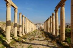 Colonne del maximus di cardo, città romana antica di Gerasa di antichità, Jerash moderno, Giordania, Medio Oriente fotografia stock libera da diritti