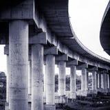 Colonne del ponte stradale Fotografie Stock Libere da Diritti