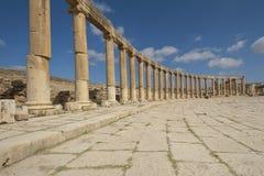 Colonne della plaza ovale in Jerash, Giordano Fotografie Stock Libere da Diritti