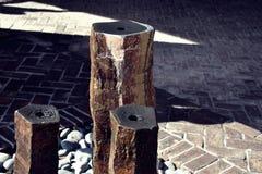 Colonne di acqua di legno immagine stock