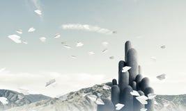 Colonne di pietra multiple con paesaggio strabiliante Immagini Stock Libere da Diritti