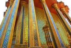 Colonne dorate di grande palazzo immagini stock