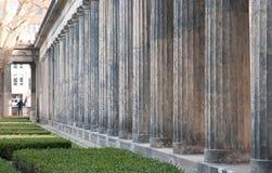 Colonne doriche fuori del Alte Nationalgalerie a Berlino, tedesca Fotografia Stock Libera da Diritti