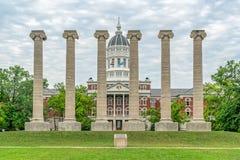 Colonne e Jesse Hall di Lonic all'università di Missouri immagini stock